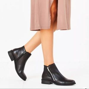 """VAGABOND / """"Cary"""" Leather Zip Ankle Booties / Size 37"""